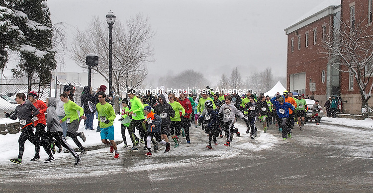 NAUGATUCK, CT.- 21MARCH 2015 - 032115JW02 - Braving the snowfall, runners make there way from Old Firehouse Road to Maple Street during the start of the 5K part of the annual St. Patrick's Day Road Race and Festival benefitting the Naugatuck Education Foundation and Naugatuck Students Saturday morning.<br /> Jonathan Wilcox Republican-American