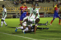 TUNJA - COLOMBIA -04 -10-2015: Williamson Cordoba, jugador de Boyaca Chico FC celebra el gol anotado a Deportivo Pasto, durante partido entre Boyaca Chico FC y Deportivo Pasto, por la fecha 15 de la Liga Aguila II-2015, jugado en el estadio La Independencia de la ciudad de Tunja. / Williamson Cordoba, player of Boyaca Chico FC, celebrates a goal scored to Deportivo Pasto, during a match between Boyaca Chico FC and Deportivo Pasto, for the date 15 of the Liga Aguila II-2014 at the La Independencia  stadium in Tunja city, Photo: VizzorImage  / Cesar Melgarejo / Cont.