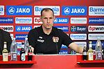 14.04.2018, BayArena, Leverkusen , GER, 1.FBL., Bayer 04 Leverkusen vs. Eintracht Frankfurt<br /> im Bild / picture shows: <br /> Pressekonferenz (PK) nach dem Spiel,  Heiko Herrlich Trainer (Bayer Leverkusen),<br /> <br /> <br /> Foto &copy; nordphoto / Meuter
