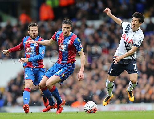 21.02.2016. White Hart Lane, London, England. Emirates FA Cup 5th Round. Tottenham Hotspur versus Crystal Palace. Son Heung-min covered by Cabaye and Dann