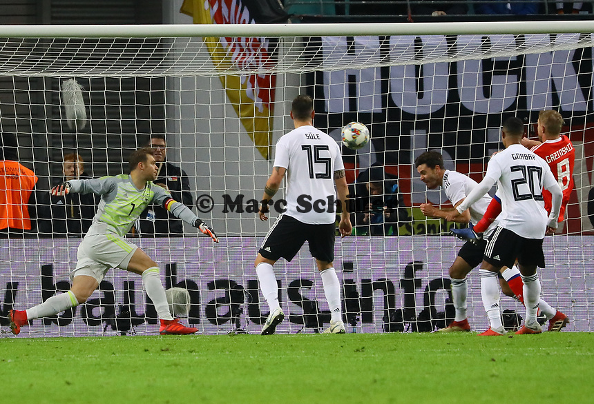 Jonas Hector (Deutschland Germany) rettet - 15.11.2018: Deutschland vs. Russland, Red Bull Arena Leipzig, Freundschaftsspiel DISCLAIMER: DFB regulations prohibit any use of photographs as image sequences and/or quasi-video.