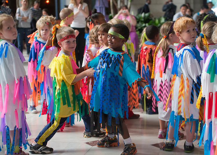 """UNITED STATES - JUNE 11: Pre-kindergarten students from School Within School perform a flash mob to the song """"Gangnam Style"""" in the main hall of Union Station. (Photo By Tom Williams/CQ Roll Call)"""