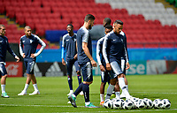 KAZAN - RUSIA, 15-06-2018: Olivier Giroud (Izq) y Corentin Tolisso (Der) jugadores de Francia, durante entrenamiento del equipo frances como parte de la Copa Mundo FIFA 2018 Rusia. / Olivier Giroud (L) and Corentin Tolisso (R) players of France in a training at Kazan Arena as part of the 2018 FIFA World Cup Russia. Photo: VizzorImage / Julian Medina / Cont