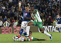 BOGOTA - COLOMBIA, 31-01-2018: Ayron del Valle (Izq) jugador de Millonarios disputa el balón con Helibelton Palacios (Der) jugador de Atletico Nacional durante partido por la final ida de la SuperLiga Aguila 2018 jugado en el estadio Nemesio Camacho El Campin de la ciudad de Bogotá. / Ayron del Valle (L) player of Millonarios fights for the ball with Helibelton Palacios (R) player of Atletico Nacional during the first leg match for the final of the SuperLiga Aguila 2018 played at the Nemesio Camacho El Campin Stadium in Bogota city. Photo: VizzorImage / Gabriel Aponte / Staff.