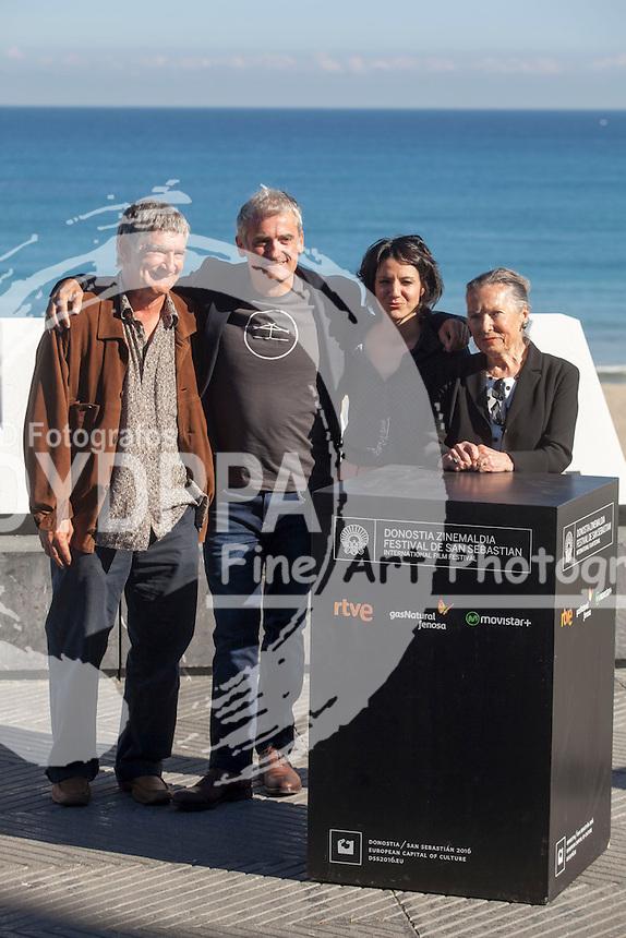 Asier Altuna, Iraia Elias, Amparo Badiola and Kandido Uranga poses