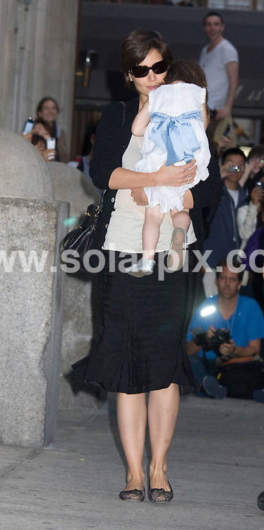 **ALL ROUND PICTURES FROM SOLARPIX.COM**.**SYNDICATION RIGHTS FOR UK, SPAIN, PORTUGAL, AUSTRALIA, S.AFRICA & DUBAI (U.A.E) ONLY**.Tom Cruise and Katie Holmes Take Daughter Suri Cruise to Alice's Tea Cup in New York, USA. September 29, 2008..This pic: Katie Holmes and Suri Cruise..JOB REF: 7493 PHZ (J Mayer)   DATE: 29_09_2008.**MUST CREDIT SOLARPIX.COM OR DOUBLE FEE WILL BE CHARGED* *UNDER NO CIRCUMSTANCES IS THIS IMAGE TO BE REPRODUCED FOR ANY ONLINE EDITION WITHOUT PRIOR PERMISSION*