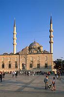 Türkei, Yeni Valide Camii (Moschee) in Istanbul  im Stadtteil Eminönü