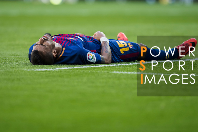 Jose Paulo Bezerra Maciel Junior, Paulinho (R), of FC Barcelona lies injured on the pitch during the La Liga 2017-18 match between Real Madrid and FC Barcelona at Santiago Bernabeu Stadium on December 23 2017 in Madrid, Spain. Photo by Diego Gonzalez / Power Sport Images