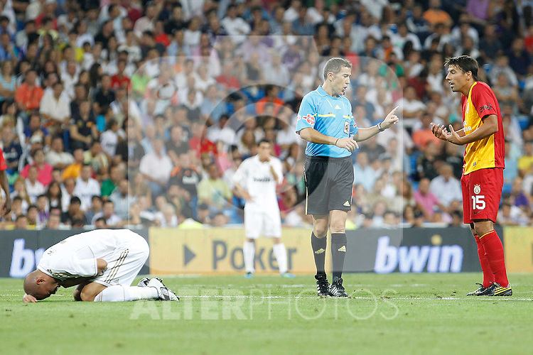 Galatasaray's Baros (r) have words with the referee Ignacio Iglesias Villanueva in presence of Real Madrid's Pepe injured during Santiago Bernabeu Trophy.August 24,2011. (ALTERPHOTOS/Acero)
