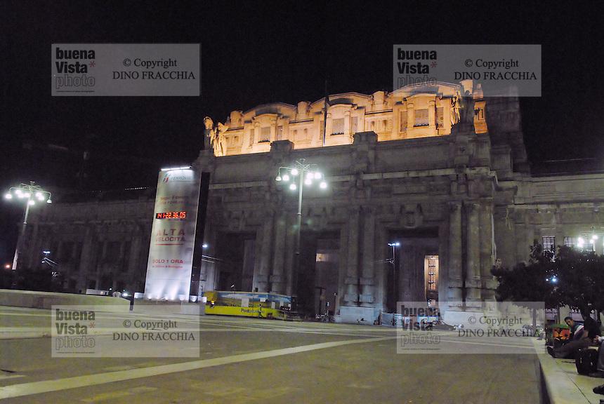 - Milan,the Central Station....- Milano, la Stazione Centrale