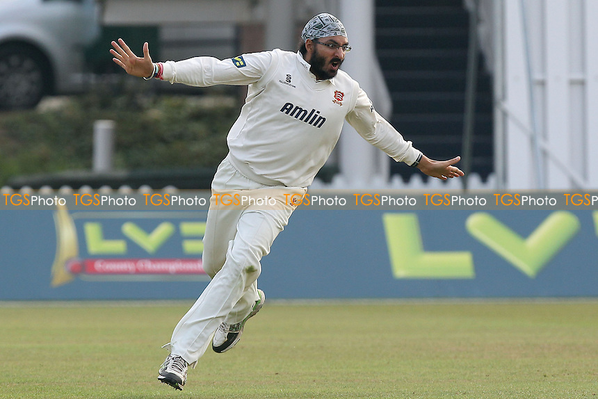 Monty Panesar of Essex celebrates taking the wicket of Leicestershire batsman Greg Smith - Leicestershire CCC vs Essex CCC - LV County Championship Division Two Cricket at Grace Road, Leicester - 16/09/14 - MANDATORY CREDIT: Gavin Ellis/TGSPHOTO - Self billing applies where appropriate - contact@tgsphoto.co.uk - NO UNPAID USE