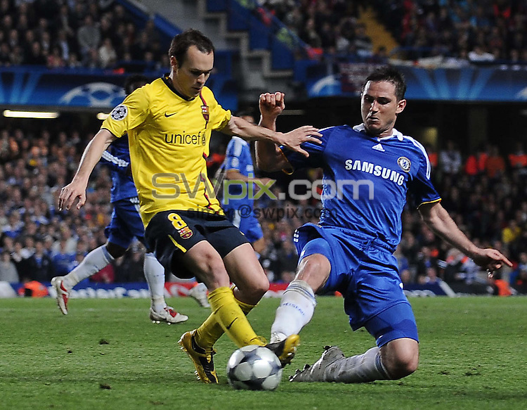 PICTURE BY JEREMY RATA/SWPIX.COM.  UEFA Champions League Semi Final 2008/9 - Chelsea v Barcelona - Stamford Bridge, London, England. 6th May 2009. Chelseas Frank Lampard and  Barcelonas Andres Iniesta vie for the ball ..Copyright - Simon Wilkinson - 07811267706
