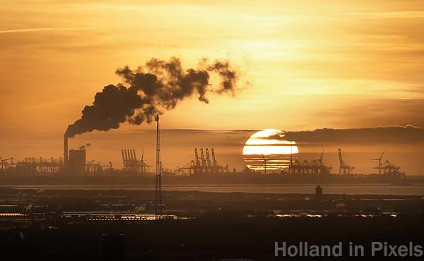 Nederland - Rotterdam -  2018.   Kolencentrale op de Maasvlakte. De eigenaren van de nieuwe kolencentrales op de Tweede Maasvlakte, energiebedrijven Engie en Uniper, hebben aangegeven van de kolen af te willen. Foto Berlinda van Dam / Hollandse Hoogte