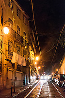 LISBOA-PORTUGAL, 11.08.2012 - Rua do bairro de Alfama em Lisboa, durante a noite. Além de abrigar alguns dos principais pontos de interesse da capital portuguesa, como o Panteão Nacional e a Catedral da Sé, o bairro é conhecido pelas ótimas casas de fado . (Bete Marques/Brazil Photo Press)