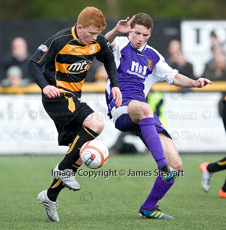 Alloa's Ross McCord and Annan's Jordan McKechnie challenge for the ball.