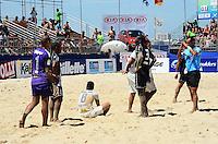 RIO DE JANEIRO, RJ, 16.11.2013 -III MUNDIALITO DE CLUBES BEACH SOCCER / SEMI-FINAL / CORINTHIANS x VASCO DA GAMA / RJ -  Partida entre S.C. Corinthians x C.R. Vasco da Gama válida pela semi-final do III mundialito de beach soccer, em copacabana na zona sul da cidade do Rio de Janeiro, na manhã  deste sábado (16). (Foto: Marcelo Fonseca / Brazil Photo Press).