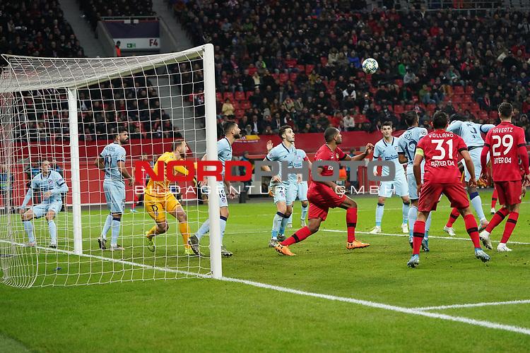 06.11.2019, BayArena, Leverkusen, Championsleague, Vorrunde, 4. Spieltag, GER, UEFA  CL, Bayer 04 Leverkusen (GER) vs. Atletiko Madrid (ESP),<br />  <br /> UEFA regulations prohibit any use of photographs as image sequences and/or quasi-video<br /> <br /> im Bild / picture shows: <br /> Thomas (Atletico Madrid #5), koepft den Ball ins eigene Tor <br /> <br /> Foto © nordphoto / Meuter<br /> <br /> <br /> <br /> Foto © nordphoto / Meuter