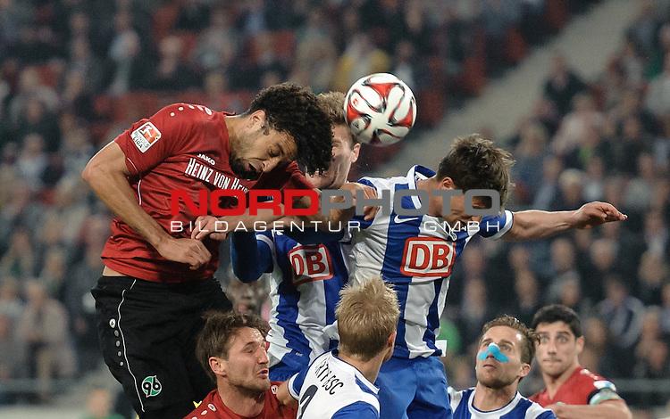 10.04.2015, HDI Arena, Hannover, GER, 1.FBL, Hannover 96 vs Hertha BSC, im Bild Felipe (Hannover #20), Valentin Stocker (Berlin #14)<br /> <br /> Foto &copy; nordphoto / Frisch
