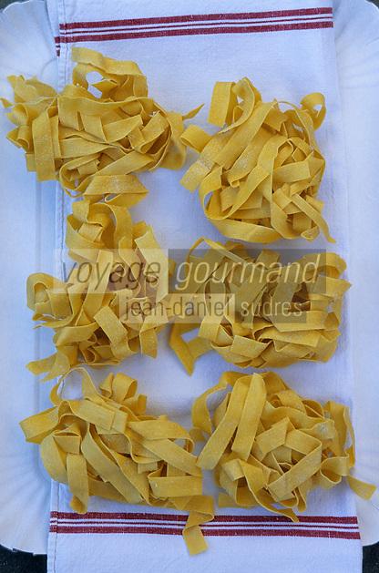 "Europe/Italie/L'Ombrie/Orvieto: préparation desTagliatelles  Pates au restaurant ""Giglio d'Oro"""
