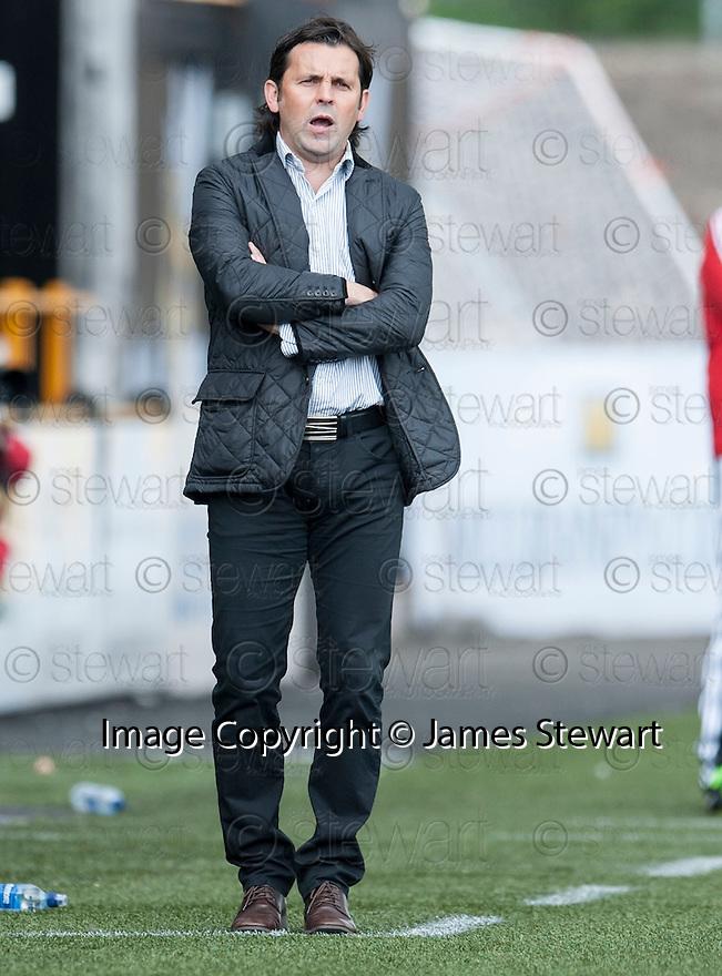Alloa Manager Paul Hartley .