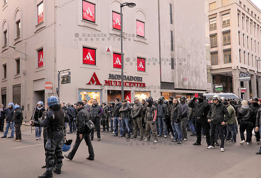 Palermo, far right militants and neofascists present a book about their ideology in the library of Mondadori group, belonging to Silvio Berlusconi, protected by the police and in the presence of many Sicilian PDL councilors, generating violent reaction by the far left militants and social centers.<br />