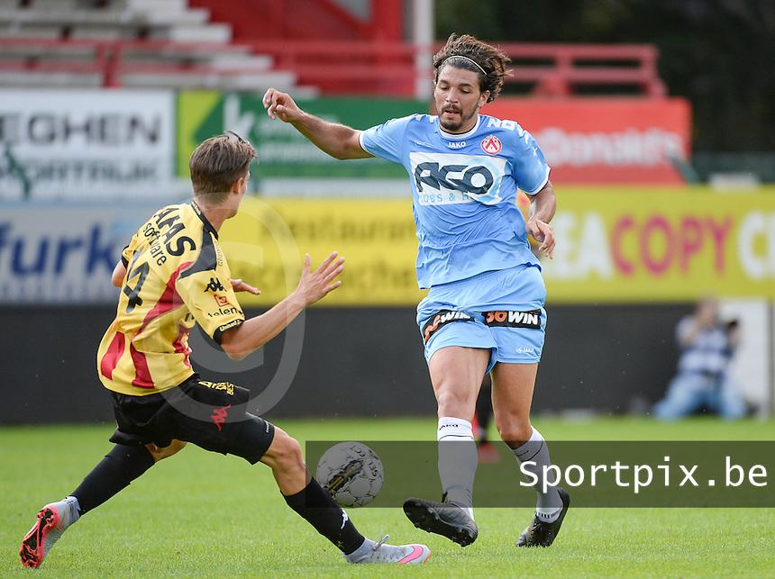 KV Kortrijk - KV Mechelen : Elohim Rolland (r) in duel met Glenn Claes (links) <br /> foto VDB / BART VANDENBROUCKE