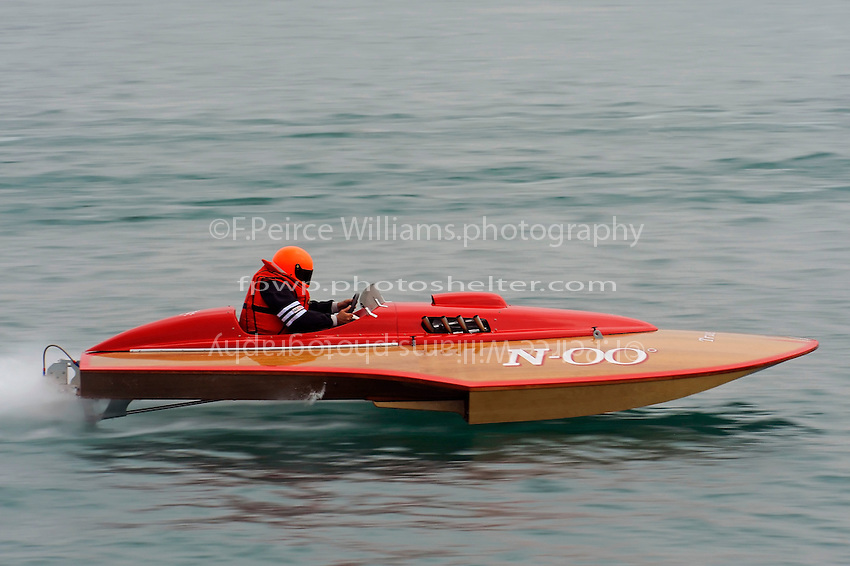 "Dick Delsener, N-00 ""North Star"" 225 class Colcock hydroplane..10-12 July, 2009, 100th Gold Cup, Detroit River, Detroit, MI USA..©2009 F.Peirce Williams, USA."