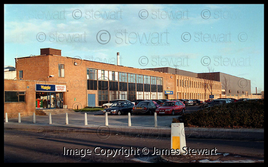 1st Dec 97   Ref : 970426     Copyright Pic : James Stewart.THE WRANGLER FACTORY IN CAMELON, FALKIRK WHERE IT WAS ANNOUNCED THAT THERE WOULD BE 250 JOB LOSSES.....Payments to : James Stewart Photo Agency, Stewart House, Stewart Road, Falkirk FK2 7AS     Vat Reg No. 607 6932 25.Office 01324 630007   Mobile 0421 416997