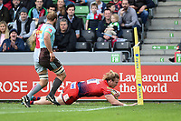David Denton of Worcester Warriors scores a try in the first half. Aviva Premiership match, between Harlequins and Worcester Warriors on October 28, 2017 at the Twickenham Stoop in London, England. Photo by: Patrick Khachfe / JMP