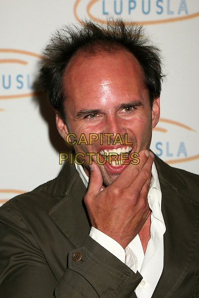 "WALTON GOGGINS.Lupus LA's ""Love, Light and Laughter"" Fundraiser 2007 at the Beverly Hills Hotel, Beverly Hills, California, USA..May 8th, 2007.headshot portrait mouth open hand  .CAP/ADM/BP.©Byron Purvis/AdMedia/Capital Pictures"