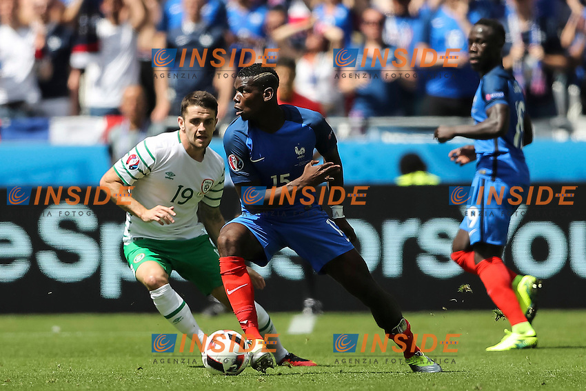 Robbie Brady of Republic of Ireland and Paul Pogba of France  <br /> Lyon 26-06-2016 Stade de Lyon Football Euro2016 France - Ireland / Francia - Irlanda Round of 16. Foto Daniel Chesterton / Panoramic / Insidefoto