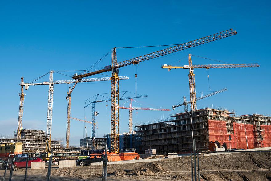 Nederland, Diemen, 20180206<br /> Bouwactiviteiten in Diemen, voormalig kantorenwijk Holland Park waar de kantoren grotendeels gesloopt zijn en nu woningen worden gebouwe.<br /> <br /> Foto: (c)Michiel Wijnbergh