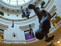RIO DE JANEIRO, RJ, 31 DE JULHO 2012 - MONTAGEM DA ESPOSIÇÃO CORPOS PRESENTES.  Nesta terça feira (31) O artista plastico Britanico Antony Gormley  monta sua exposiçao no Centro Cultural Banco do Brasil ( CCBB) situado no Centro da cidade do Rio de Janeiro.<br /> FOTO RONALDO BRANDAO/BRAZIL PHOTO PRESS