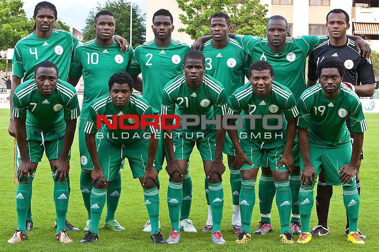 25.05.2010, Alpenstadion, Wattens, AUT, FIFA Worldcup Vorbereitung, Testspiel Nigeria (NGA) vs Saudi Arabien (KSA), im Bild Mannschaftsfoto Nigeria: v.l. hinten, Nwankwo Kanu ( NGA #4 ),Anichebe Victor ( NGA #10 ), Joseph Yobo ( NGA #2 ), Taye Taiwo ( NGA #3 ), Danny Shittu ( NGA #6 ) und Austin Ejide ( NGA Keeper #16 ), v.l. vorne: Chinedu Obasi ( NGA #7 ), Shittu Daniel ( NGA #5 ), Uwa Elderson Echiejile (Uwa Elderson Echi&eacute;jil&eacute;) ( NGA #21 ), Kalu Uche ( NGA #12 ), Haruna Lukman ( NGA #19 ).  Foto: nph /  J. Groder *** Local Caption *** Fotos sind ohne vorherigen schriftliche Zustimmung ausschliesslich f&uuml;r redaktionelle Publikationszwecke zu verwenden.<br /> <br /> Auf Anfrage in hoeherer Qualitaet/Aufloesung