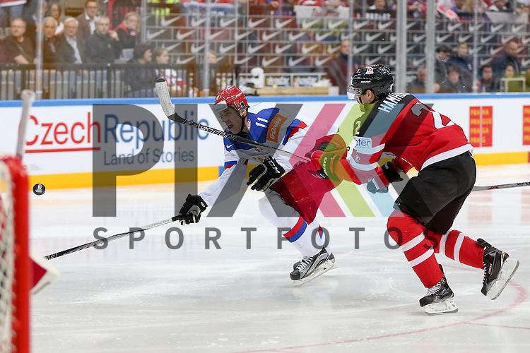 Canadas Hamhuis, Dan (Nr.2) im Zweikampf mit Russlands Malkin, Yevgeni (Nr.11)(Pittsburgh Penguins)  im Spiel IIHF WC15 Finale Russia vs. Canada.<br /> <br /> Foto &copy; P-I-X.org *** Foto ist honorarpflichtig! *** Auf Anfrage in hoeherer Qualitaet/Aufloesung. Belegexemplar erbeten. Veroeffentlichung ausschliesslich fuer journalistisch-publizistische Zwecke. For editorial use only.