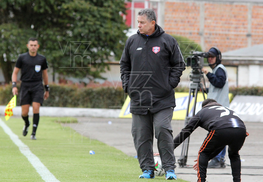 IPIALES - COLOMBIA, 24-08-2019: Pedro Sarmiento técnico del Union gesticula durante partido por la fecha 8 de la Liga Águila II 2019 entre Deportivo Pasto y Unión Magdalena jugado en el estadio Estadio Municipal de Ipiales. / Pedro Sarmiento coach of Union gestures during match for the date 8 as part of Aguila League II 2019 between Deportivo Pasto and Union Magdalena played at Municipal stadium of Ipiales. Photo: VizzorImage / Leonardo Castro / Cont