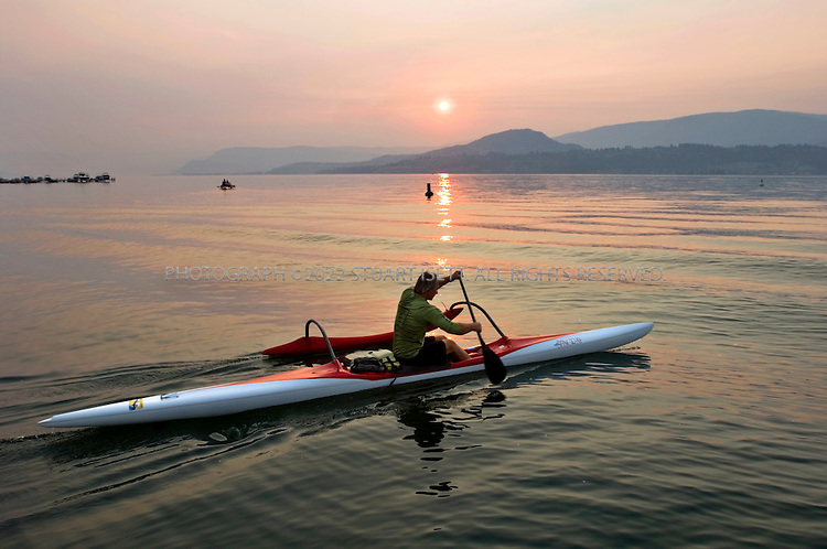 9/5/2006--Kelowna, British Columbia, Canada..A kayaker heads out onto Lake Okanagan from the Eldorado Marina in front of the Eldorado Hotel...Photograph By Stuart Isett.All photographs ©2006 Stuart Isett.All rights reserved.