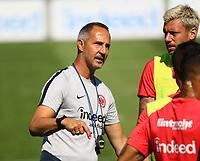Trainer Adi Hütter (Eintracht Frankfurt) gibt Anweisungen - 24.07.2018: Eintracht Frankfurt Training, Commerzbank Arena