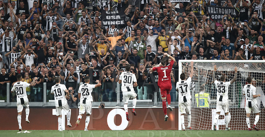 Calcio, Serie A: Juventus - Lazio, Torino, Allianz Stadium, 25 agosto, 2018.<br /> Juventus' players celebrate after winning 2-0 the Italian Serie A football match between Juventus and Lazio at Torino's Allianz stadium, August 25, 2018.<br /> UPDATE IMAGES PRESS/Isabella Bonotto
