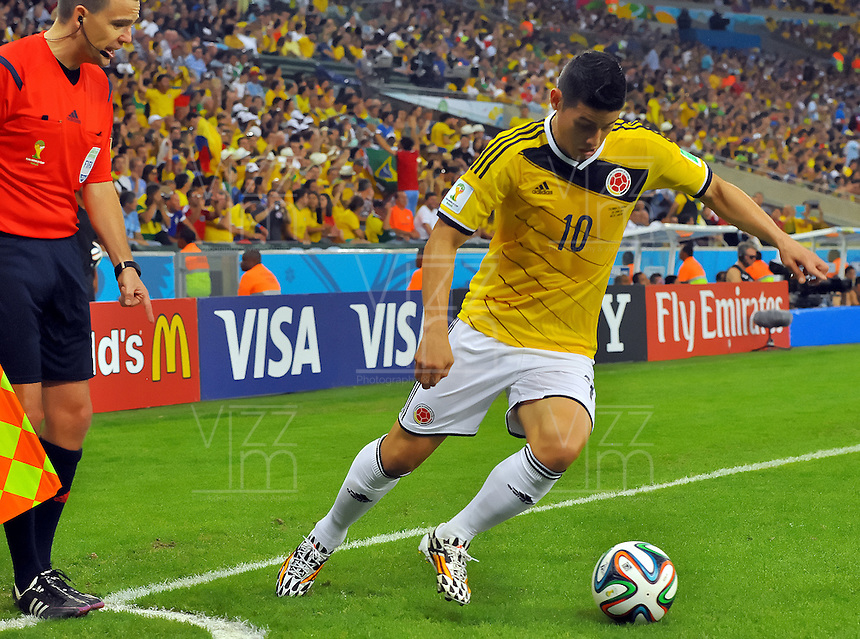 RIO DE JANEIRO - BRASIL -28-06-2014. James Rodriguez (#10) jugador de Colombia (COL) en acción durante partido de los octavos de final con Uruguay (URU) por la Copa Mundial de la FIFA Brasil 2014 jugado en el estadio Maracaná de Río de Janeiro./ James Rodriguez (#10) player of Colombia (COL) in action during the match of the Round of 16 against Uruguay (URU) for the 2014 FIFA World Cup Brazil played at Maracana stadium in Rio do Janeiro. Photo: VizzorImage / Alfredo Gutiérrez / Contribuidor