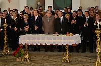 ATENCAO EDITOR IMAGENS EMBAGADAS PARA VEICULOS INTERNACIONAIS - SAO PAULO, SP, 30 SETEMBRO 2012 - VELORIO HEBE CAMARGO - Paulo Maluf comparece ao velório do corpo da apresentadora Hebe Camargo, no Palácio dos Bandeirantes, sede do Governo do Estado de São Paulo, na capital paulista, na madrugada deste domingo, 30. Hebe morreu hoje aos 83 anos, de parada cardíaca, na sua casa no bairro do Morumbi, na capital paulista. Diagnosticada com câncer no peritônio em janeiro de 2010, ela lutava contra a doença desde então. (FOTO: LEVI BIANCO / BRAZIL PHOTO PRESS).