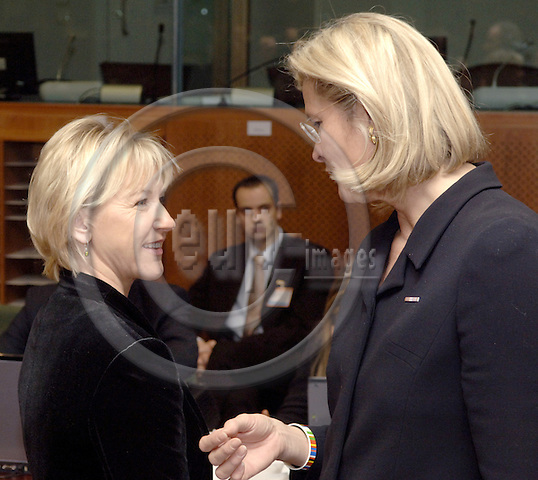 Brussels-Belgium - 30 January 2006---EU-Council Meeting on General Affairs and External Relations; here, prior to the meeting: Margot WALLSTRÖM (Wallstroem, Wallstrom) (le), Vice-President of the European Commission and in charge of Institutional Relations and Communication Strategy, with Ursula PLASSNIK (ri), Federal Minister for Foreign Affairs of Austria and acting President of the Council---Photo: Horst Wagner/eup-images