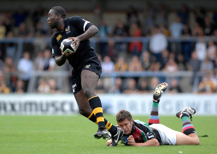 Photo: Richard Lane..London Wasps v NEC Harlequins. Guinness Premiership. 17/09/2006. .Wasps' Ayoola Erinle breaks past Nick Easter.