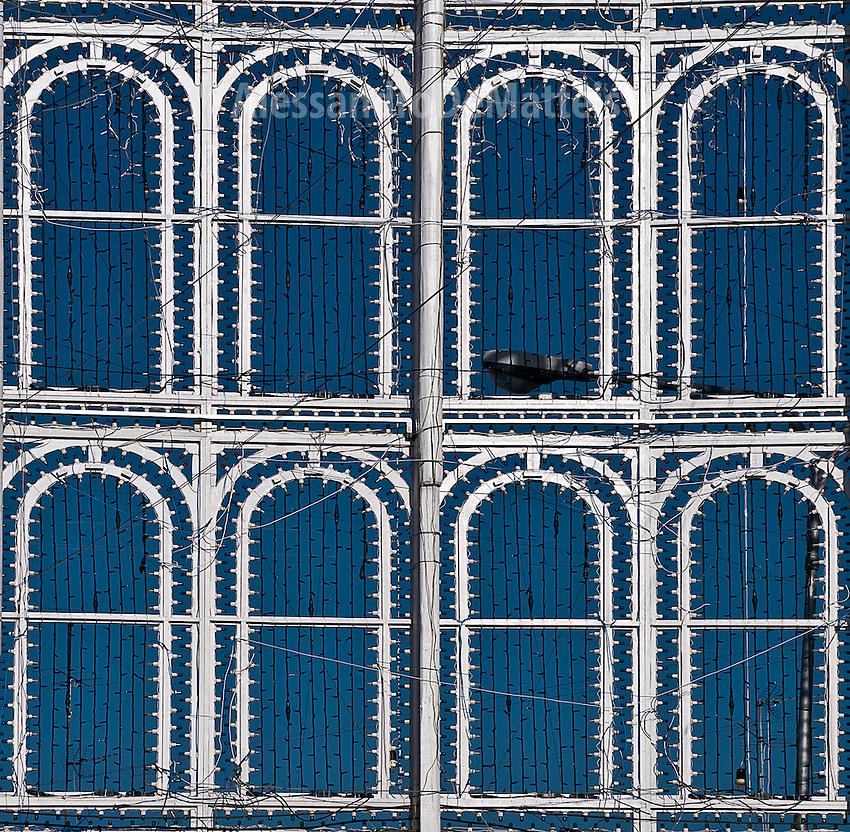 """Progetto """"Luminarie da(l) sole"""" - Scorrano - 1 luglio 2012 - Luminarie montate in attesa della festa patronale dedicata a Santa Domenica"""