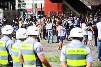 SÃO PAULO, SP - 25.01.2014 - PRIMEIRO PROTESTO CONTA COPA - Protesto nomeado Não Vai ter Copa, contra a Copa do Mundo no Brasil, concentração vão livre do Masp,neste sabado(25) aniversário da cidade de São Paulo (Foto: Adriano Lima / Brazil Photo Press)