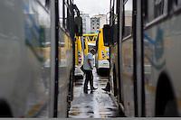 São Paulo, SP, 05.11.2014 - PROTESTO MOTORISTAS - Terminal  Parque Dom Pedro. O Sindicato dos Motoristas e Transportes Urbanos (Sindmotoristas) interrompe a circulação dos onibus da capital paulista entre 10 as 12 horas nesta quarta - feira, 05. (Foto: Renato Mendes / Brazil Photo Press)