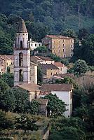 France/Corse/Corse-du-Sud/2A/Péri: Le village et le clocher
