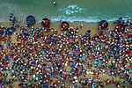Thousands of fishermen return from night at sea by Khanh Phan