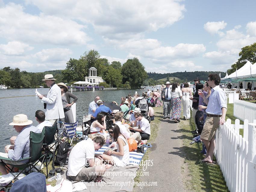 Henley, Great Britain.  Henley Royal Regatta. River Thames,  Henley Reach.  Royal Regatta. River Thames Henley Reach. Saturday  12:21:26  02/07/2011  [Intersport Images] . HRR