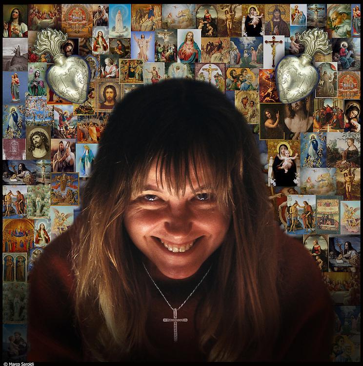 Dominique, nata in Francia, vive in Italia dal 1992.<br /> Dalla serie di ritratti ispirati a I Versi Satanici di Salman Rushdie, in rappresentanza delle principali culture spirituali del pianeta.